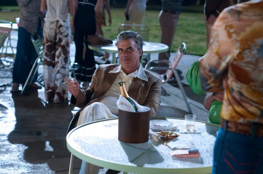 En bonus : Chris Noth alias Mr Big, les cheveux grisonnants et quelques kilos en plus dans Lovelace (2013)