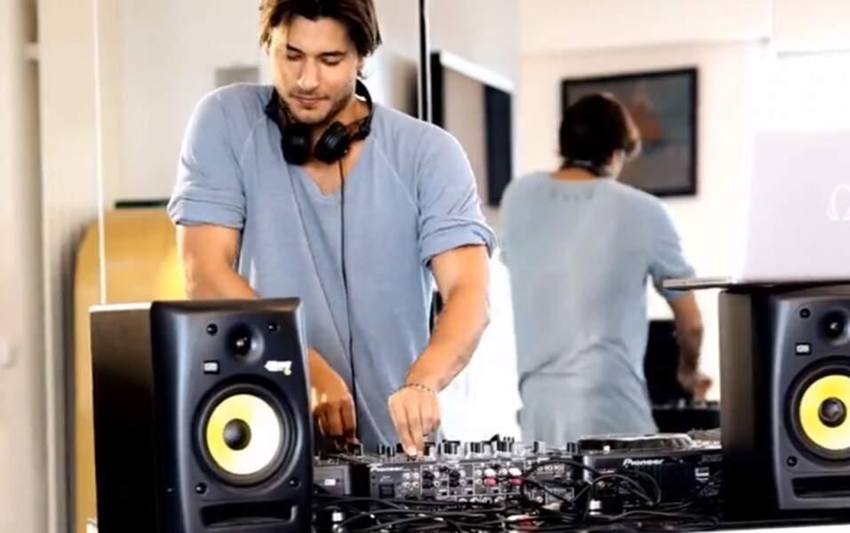 John-David Dery (Saison 2), DJ discret