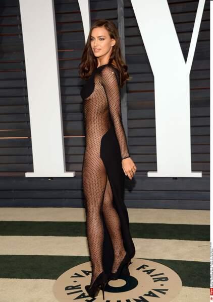 La robe d'Irina Shayk ne laisse pas beaucoup de place à l'imagination