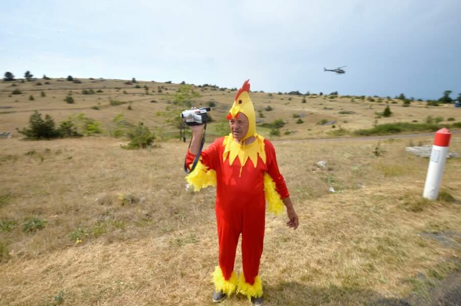 Non, vous ne rêvez pas, c'est bien un homme déguisé en poulet