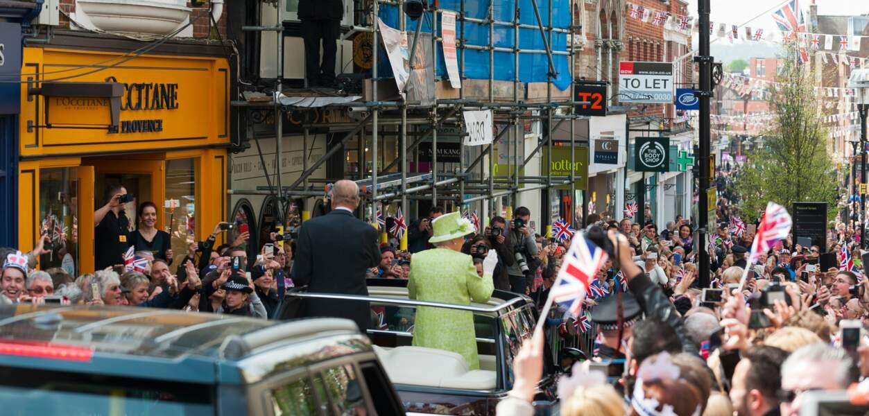 La foule se masse sur son passage