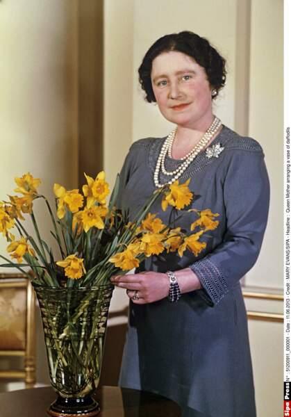Au couronnement d'Elisabeth II, son épouse Elisabeth devient la Reine mère