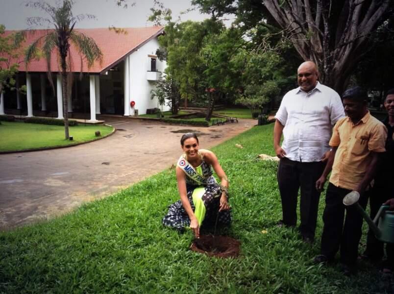Marine Lorphelin plante un arbre !
