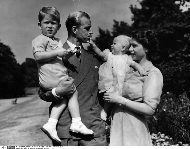 C'est encore l'époque où Charles peut profiter de papa-maman