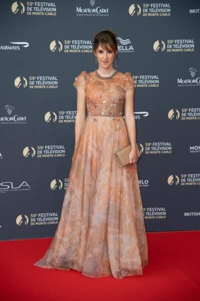 Léa François est apparue sublime dans une robe rose poudrée