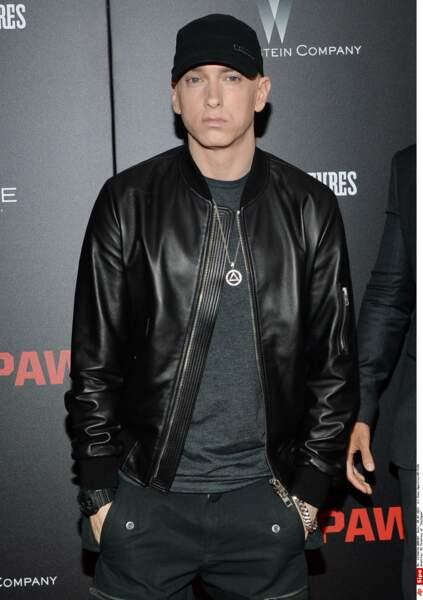 Eminem se faisait aussi passer pour plus jeune avant que sa mère ne révèle sa véritable année de naissance...