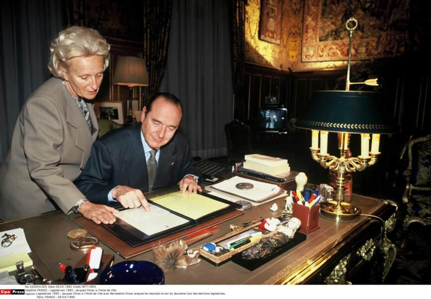En 1977, Chirac accède à la Mairie de Paris. Le couple y règne jusqu'en 1995