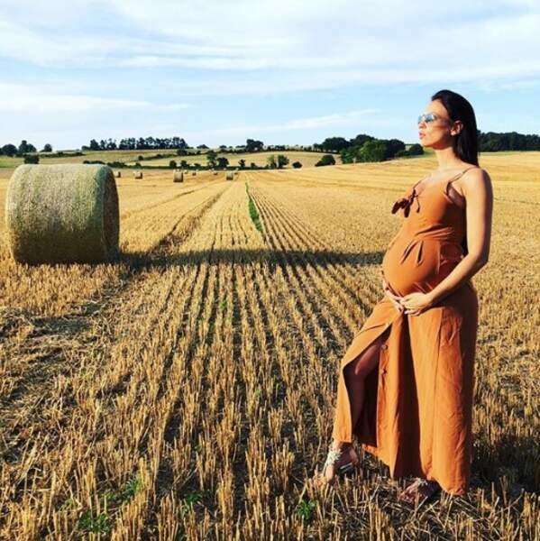 Et la grossesse était dans le pré pour Julie Ricci.