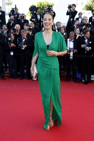 Entre le vert de la robe de Carmen Chaplin et le rouge du tapis, ça fait un peu Noël, non ?