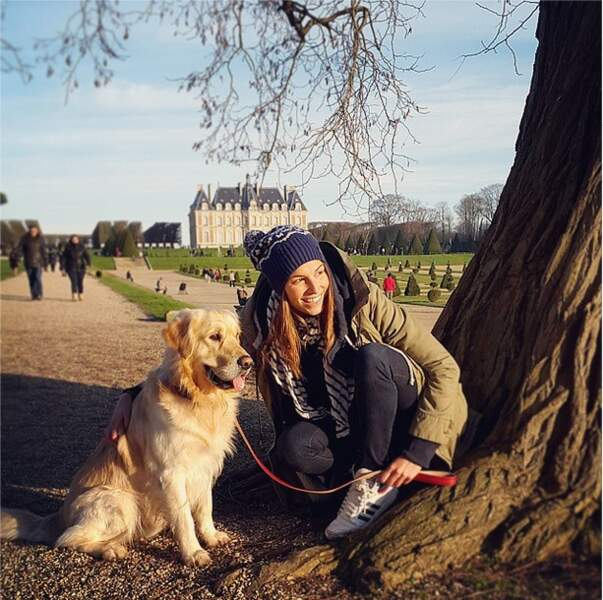Laury Thilleman débute l'année en beauté... aux côtés de son chien Hector.