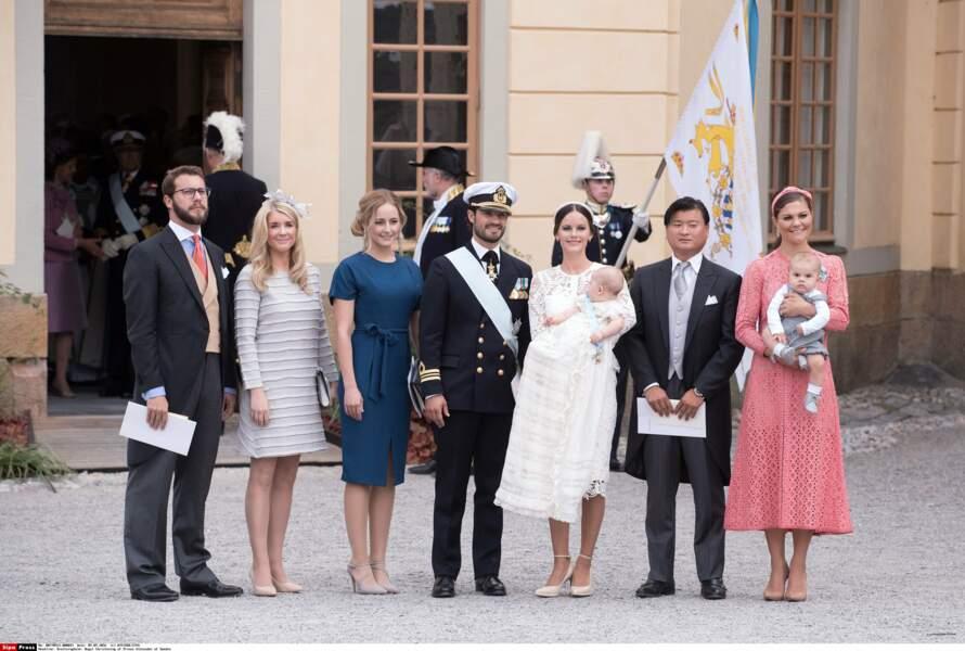 Ses parrains-marraines : Victor Magnuson, Cajsa Larsson, Lina Frejd, Jan-Ake Hansson et la princesse Victoria