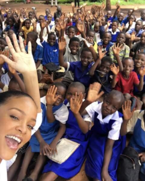 Pendant ce temps-là, Rihanna faisait un voyage humanitaire au Malawi.