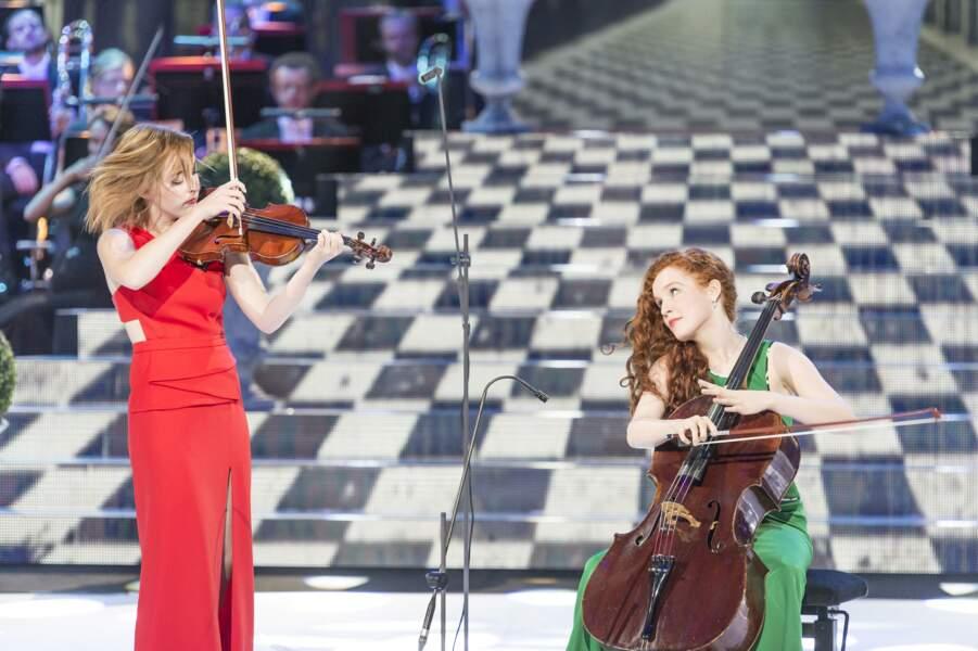 Camille, au violoncelle, avait remporté Prodiges. Elle vient ici jouer avec sa soeur Julie