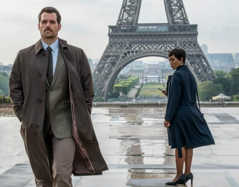 Celle-ci est accompagnée sur la place du Trocadéro par un tueur de l'agence, August Walker (Henry Cavill).