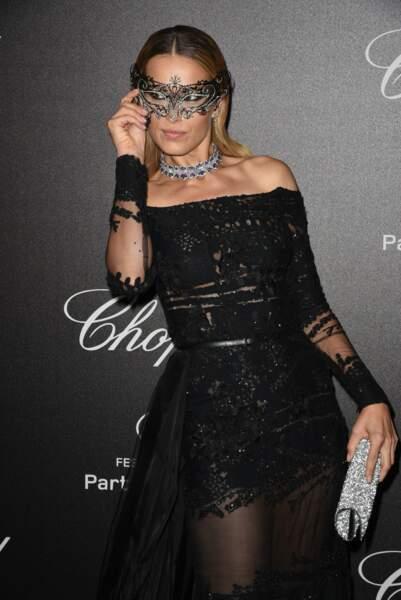 Pas sûr d'adhérer au look Cinquante Nuances de Grey de Petra Nemcova !