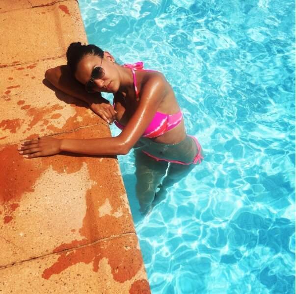 Quand elle ne bronze pas à la piscine...