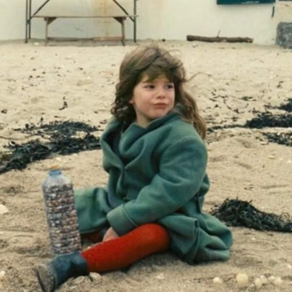 Souvenir à la plage pour Lou Doillon.