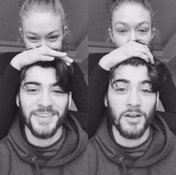 Prenez exemple du Zayn Malik et Gigi Hadid, eux ils font des selfies souriants, au moins.