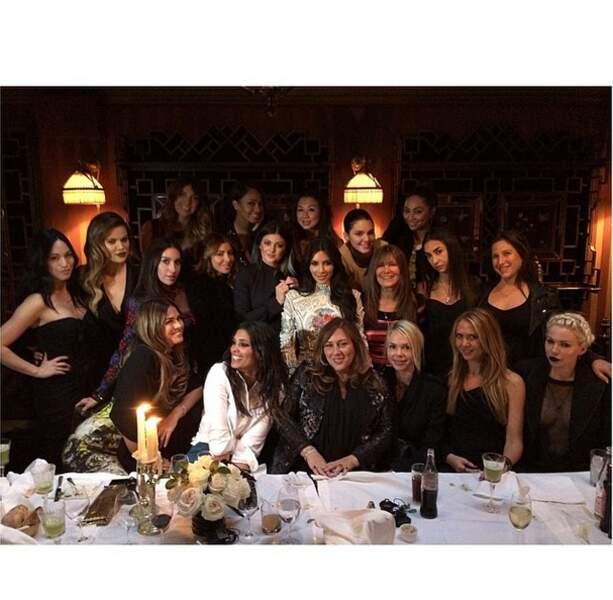 Sympa la belle brochette de copines américaines de Kim Kardashian, certainement ravies d'être à Paris
