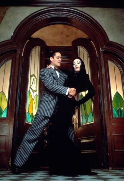 Morticia et Gomez Addams, le couple gothico-glamour du film