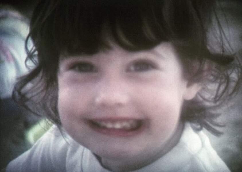 Reconnaissez-vous cette petite fille espiègle ? C'est Mareva Galanter !
