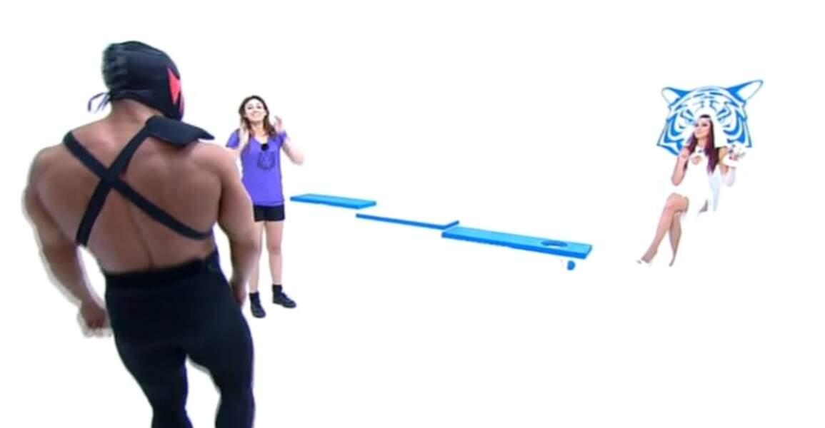 Mais la candidate a l'air ravie que ce Monsieur Muscles vienne la récupérer...