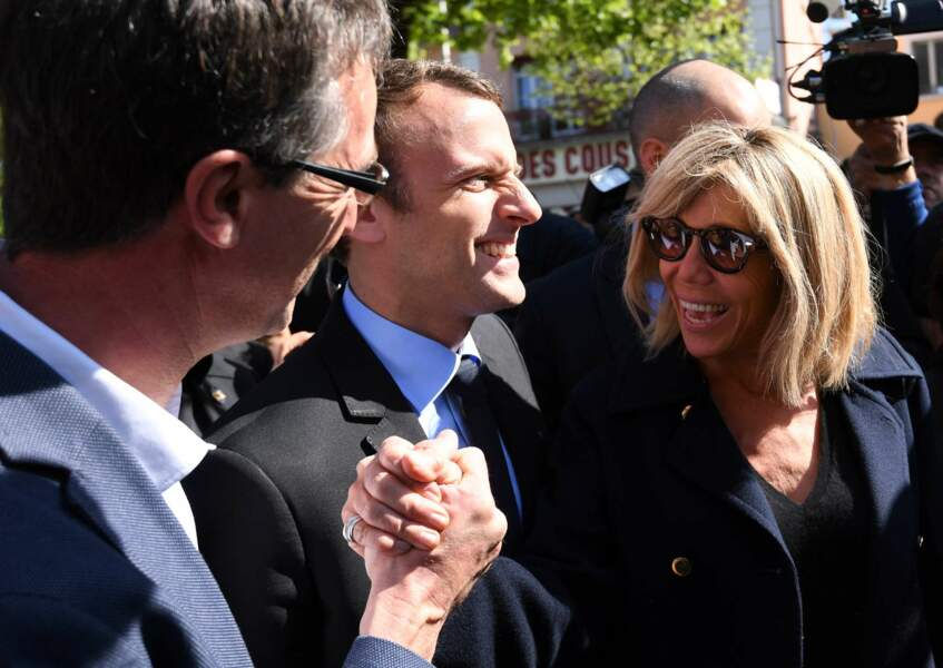 Avant son meeting à Pau, le 12 avril, Emmanuel Macron s'est rendu à Bagnères-de-Bigorre avec son épouse Brigitte