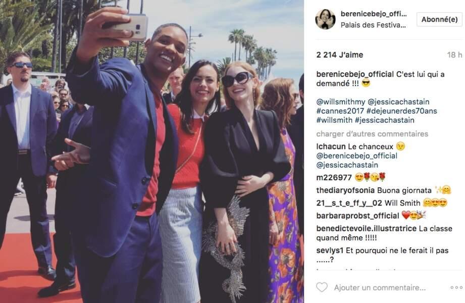 Bérénice Béjo trop contente d'être prise en selfie par Will Smith aux côtés de Jessica Chastain ! On la comprend !