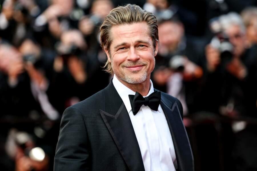 Cheveux plaqués et smoking, il enflamme le tapis rouge de Cannes...