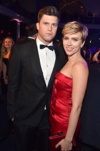 Les acteurs Colin Jost et Scarlett Johansson.