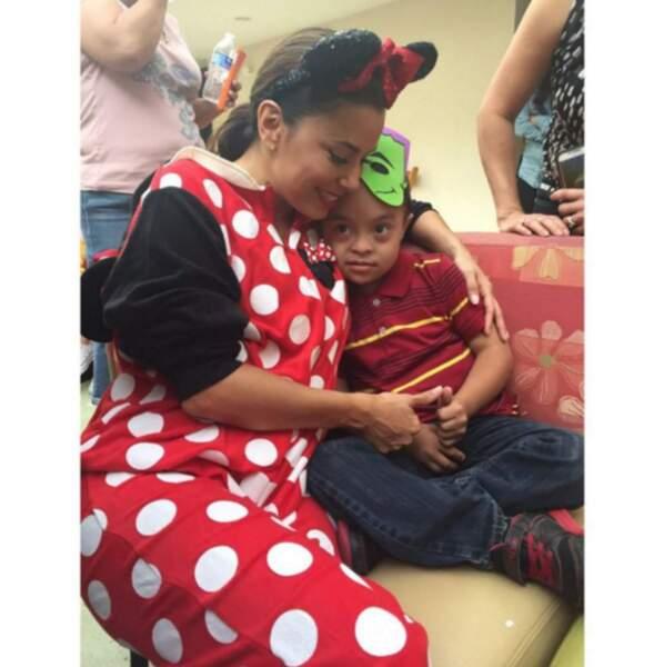 Eva Longoria était elle aussi Minnie Mouse pour Halloween, passé avec des enfants malades.