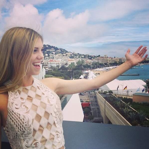 Claire Julien, actrice de The Bling Ring n'en revient pas de la vue de chambre au Martinez