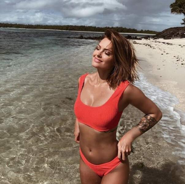 Ça faisait longtemps que Caroline Receveur ne nous avait pas offert un petit cliché en bikini. C'est chose faite !