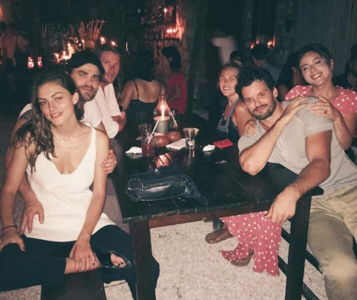 ...mais font aussi la fête avec leurs amis, Chloe Bennet et Austin Nichols
