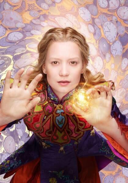 Mia Wasikowska à nouveau dans la peau d'Alice dans Alice de l'autre côté du miroir (01/06)