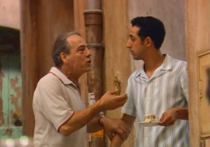 Irrité, Roland demande à Malik, son serveur et étudiant en droit, s'il est possible d'éviter l'expulsion de Rachel.