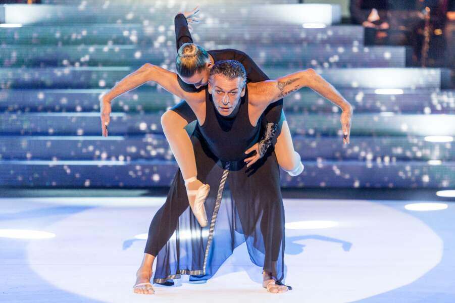 Patrick Dupond, lui, partage une danse avec la jeune Ingrid