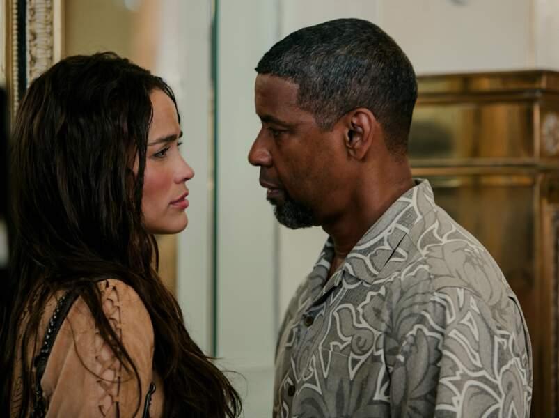 Face à Denzel Washington dans 2 Guns (2013).