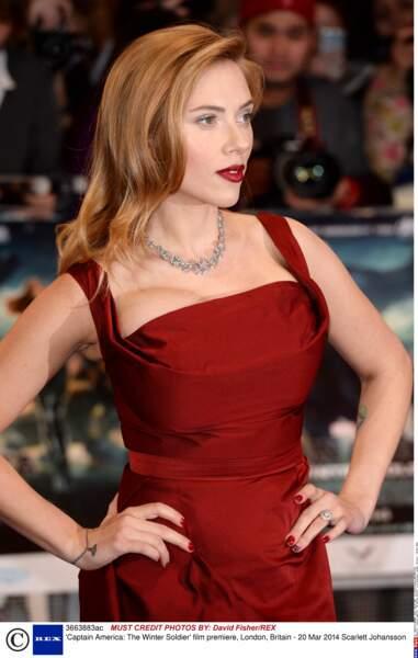 Bienvenue dans le monde des tatouages parfois bizarres des stars ! On commence avec la belle Scarlett Johansson...
