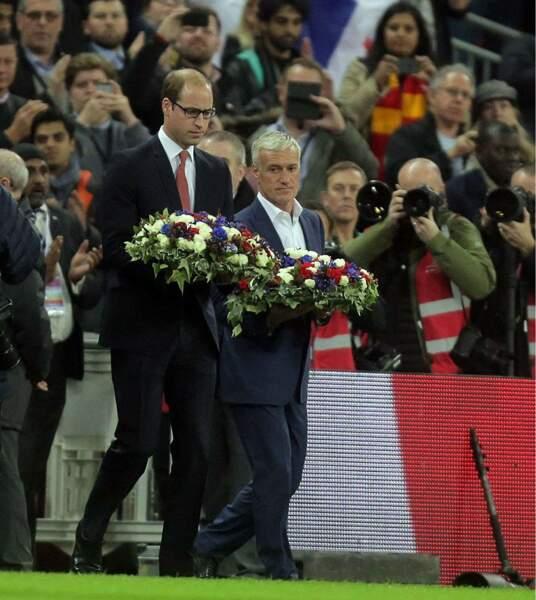 Novembre : Lors de Angleterre/France, William dépose une gerbe en mémoire des victimes avec Didier Deschamps