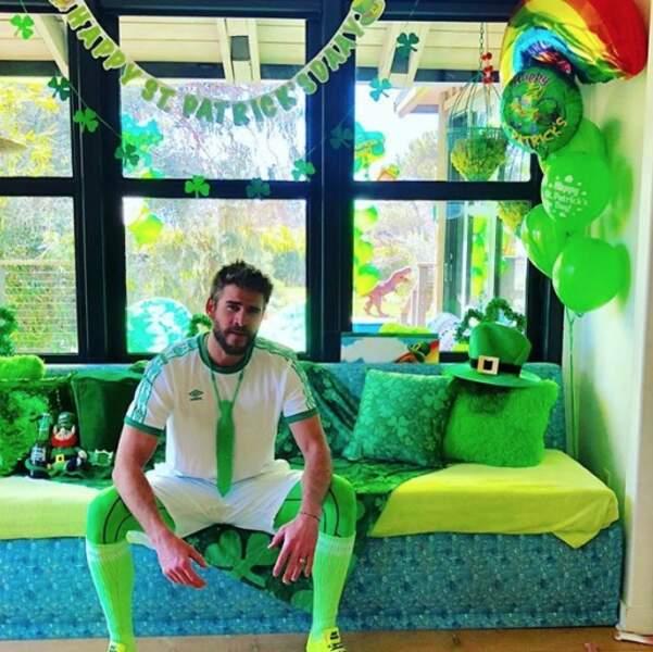 Et Liam Hemsworth était ravi de ressortir sa tenue spéciale Saint-Patrick ce week-end !
