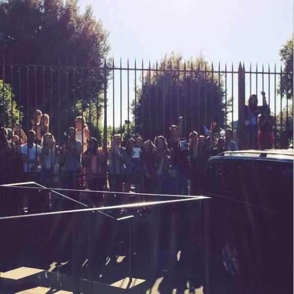 Les fans étaient présents pour voir leurs idoles se marier !