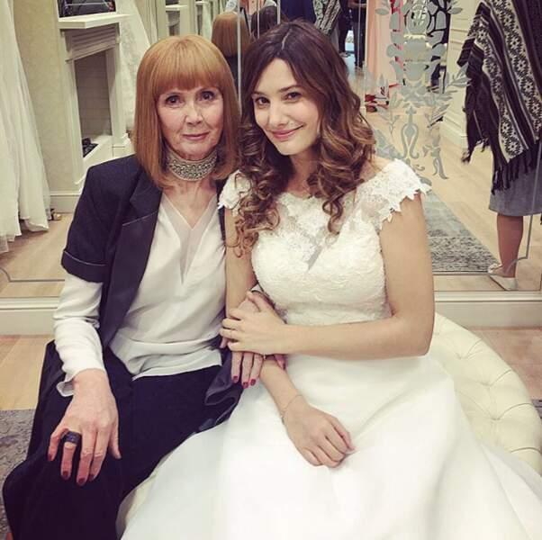 Complice avec Sabine Azéma pendant la scène de mariage, sur le tournage de Raid Dingue
