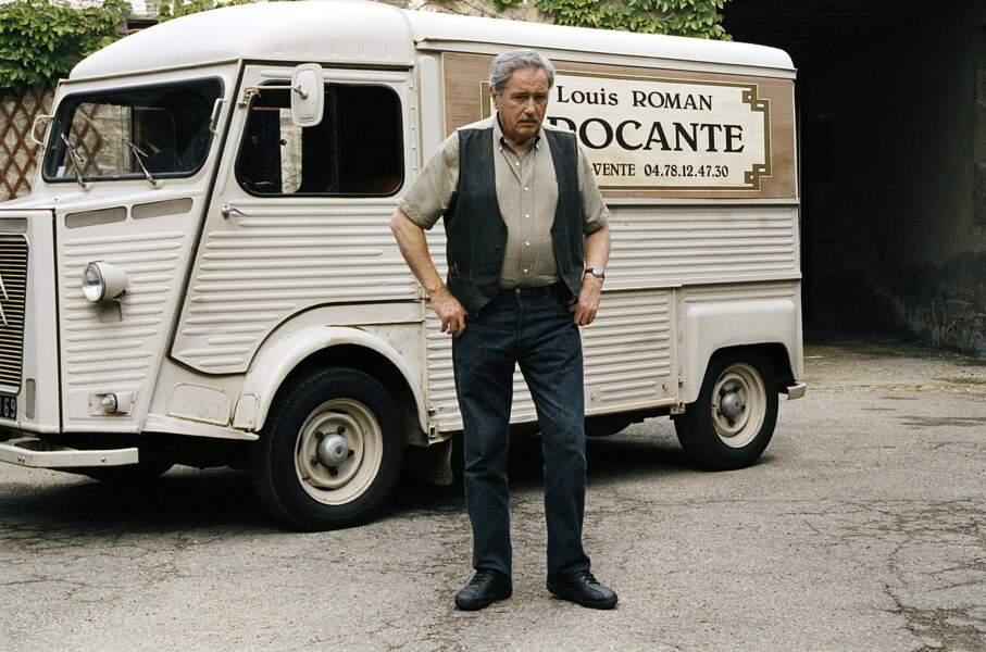 Louis la brocante. La vieille Citroën Type H 1969 blanche de Louis Roman (Victor Lanoux) est un objet de collection