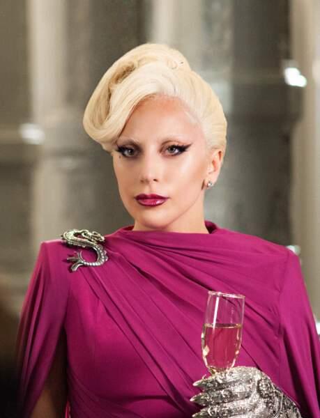 Dans American Horror Story Hotel, Lady Gaga joue la Comtesse Elizabeth.
