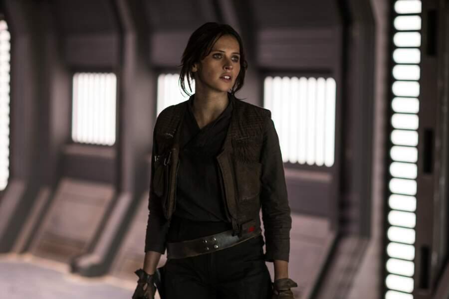 Jyn Erso (Felicity Jones), héroïne de Rogue One (2016), le premier spin-off de la saga