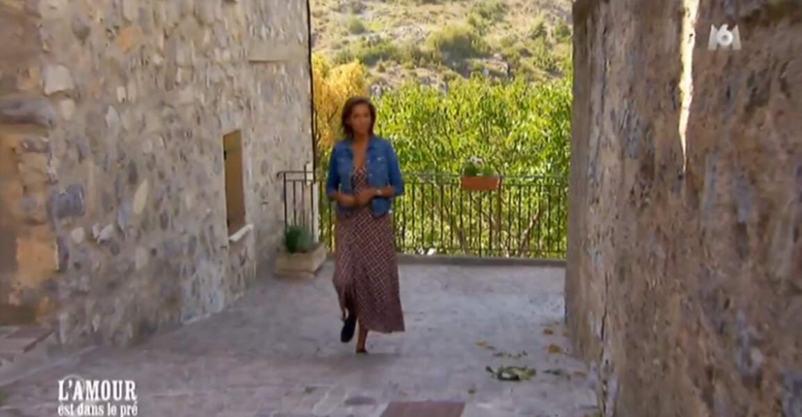 Quelle chanceuse cette Karine Le Marchand ! Elle visite les plus beaux villages de France