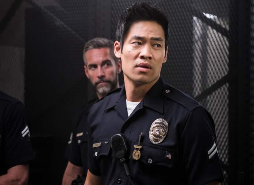 David Lim interprète Victor Tan, l'autre jeune officier du groupe