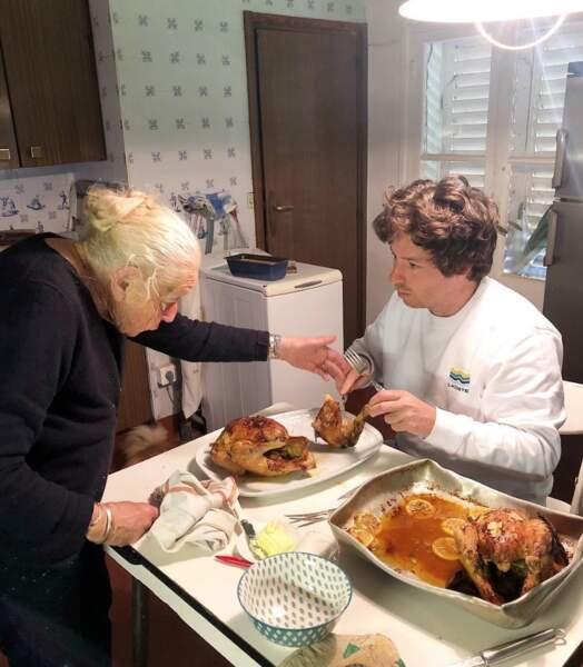 On en connait qui a mal découpé le poulet et qui s'est pris un petit savon par sa mémé.