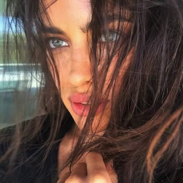 A commencer par ses magnifiques yeux bleus.